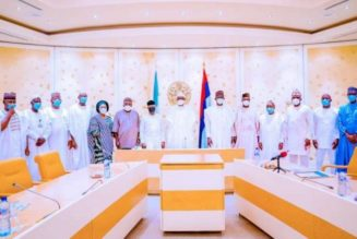 President Buhari receives briefing from APC leaders