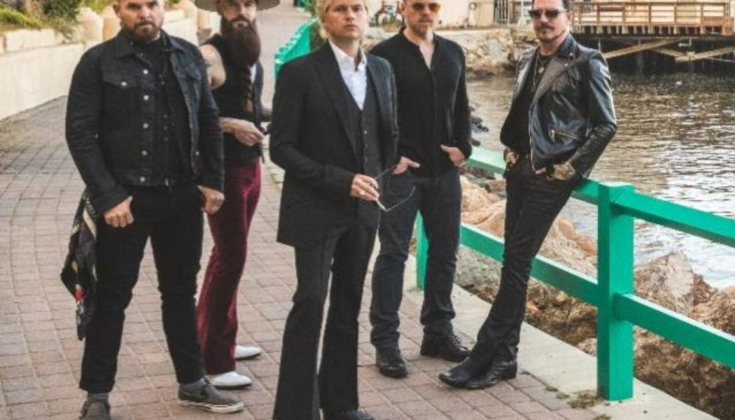 RIVAL SONS Are 'Right In The Middle' Of Making 'Different Type' Of Album