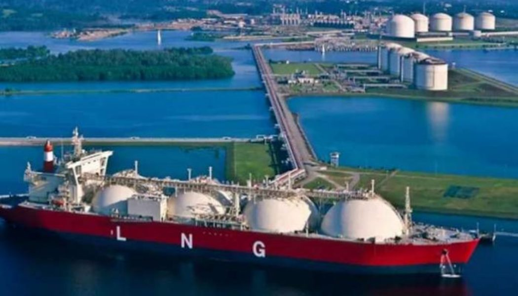 Total targets more renewable electricity, LNG production by 2030