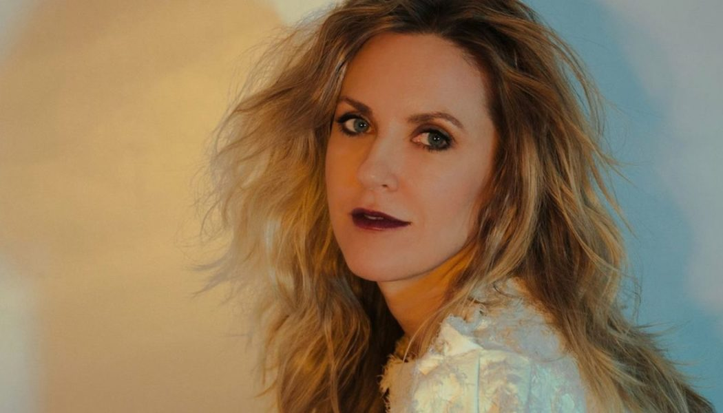 Liz Phair Pulls Out of Tour With Alanis Morissette and Garbage, Replaced by Cat Power