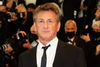 Sean Penn Demands Everyone on Set for Gaslit Be Vaccinated Before He'll Return to Work