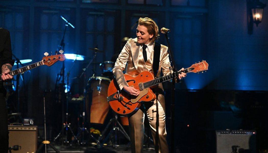 Brandi Carlile Shines on 'SNL' With Performances of 'Broken Horses' & 'Right on Time': Watch