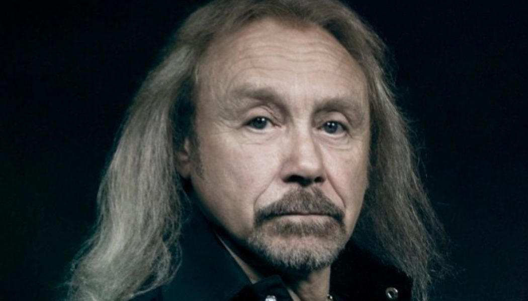 JUDAS PRIEST's IAN HILL Doesn't Rule Out Writing Memoir: 'It'll Probably Be About My Early Life'
