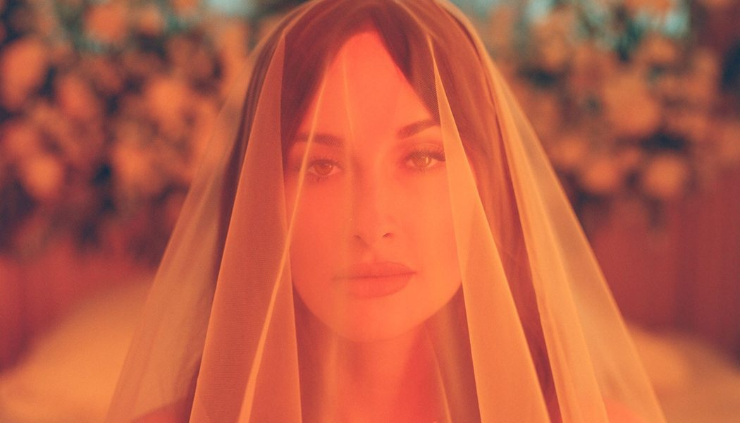 With 'Justified,' Kacey Musgraves Scores First Airplay Top 10 Since 2013